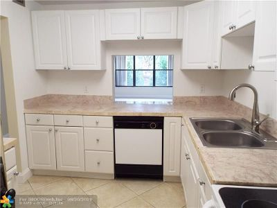 Pompano Beach Condo/Townhouse For Sale: 2307 S Cypress Bend Dr #307