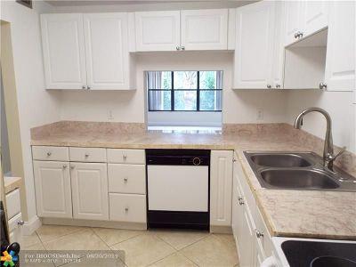 Pompano Beach FL Condo/Townhouse For Sale: $149,500