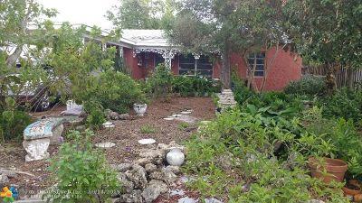 Oakland Park Single Family Home For Sale: 5200 NE 3rd Ave