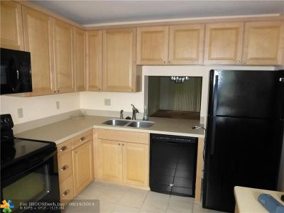 Coconut Creek Condo/Townhouse For Sale: 4401 NW 22nd Road #401