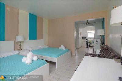 Miami Beach Condo/Townhouse For Sale: 1600 S Pennsylvania Ave #9