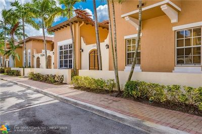 Pembroke Pines Condo/Townhouse For Sale: 810 SW 146th Ter #2