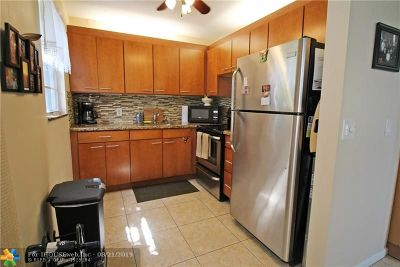 Deerfield Beach Condo/Townhouse For Sale: 229 Tilford K #229