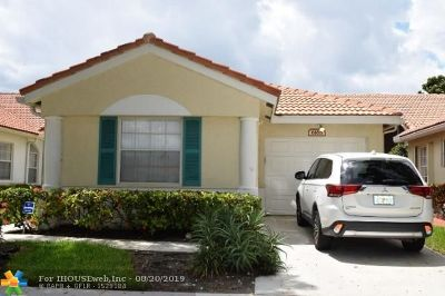 Delray Beach Condo/Townhouse For Sale: 6168 Floral Lakes Dr