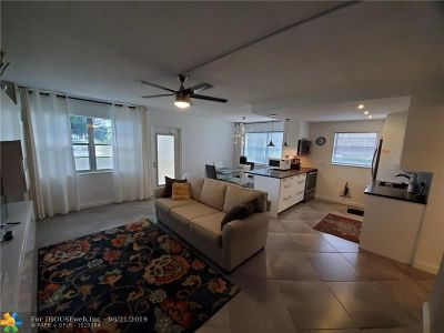 Deerfield Beach Condo/Townhouse For Sale: 9 Lyndhurst A #9