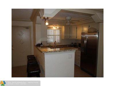 Pompano Beach Condo/Townhouse For Sale: 2870 NE 14th Street Cswy #307C