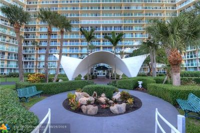 Deerfield Beach Condo/Townhouse For Sale: 333 NE 21st Ave #504