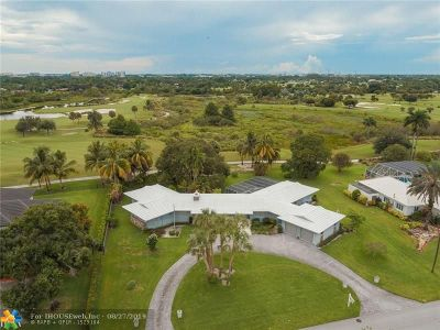 Plantation Single Family Home For Sale: 521 E Tropical Way