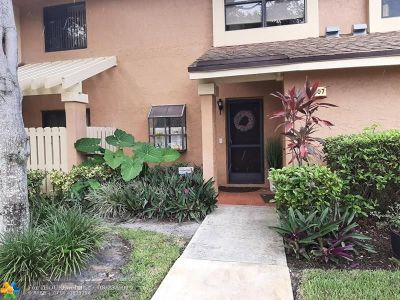 Coconut Creek Condo/Townhouse For Sale: 3807 Carambola Cir N #3807
