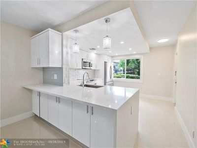 Coconut Creek Condo/Townhouse For Sale: 4301 S Martinique Cir #M1