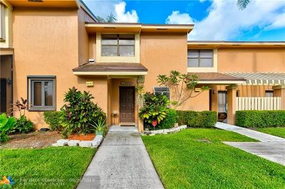 Coconut Creek Condo/Townhouse For Sale: 3657 N Carambola Cir