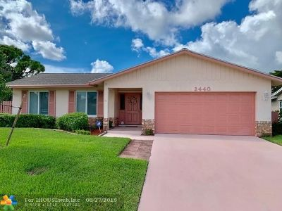 Deerfield Beach Single Family Home For Sale: 2440 SW 12th St