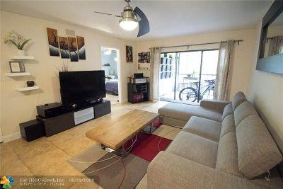 Pompano Beach Condo/Townhouse For Sale: 237-B SE 11th Ave #237-B