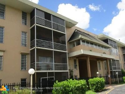 Lauderdale Lakes Condo/Townhouse For Sale: 4848 NW 24th Ct #318