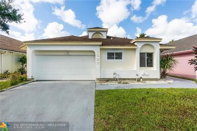 North Lauderdale Single Family Home For Sale: 1027 W Jasmine Ln