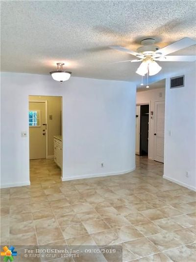Fort Lauderdale Condo/Townhouse For Sale: 6600 NE 22nd Way #2306