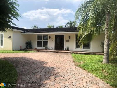 Hollywood Single Family Home For Sale: 1237 Coral Ln