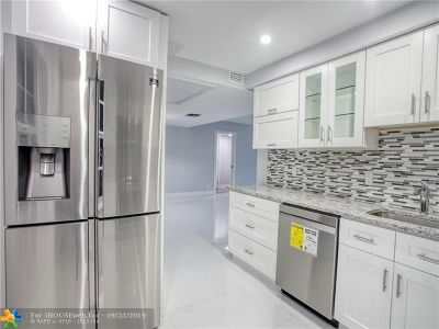 Pompano Beach Condo/Townhouse For Sale: 565 Oaks Ln #210