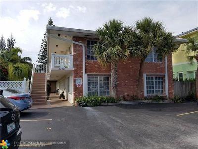 Pompano Beach Condo/Townhouse For Sale: 3232 NE 16th St #2