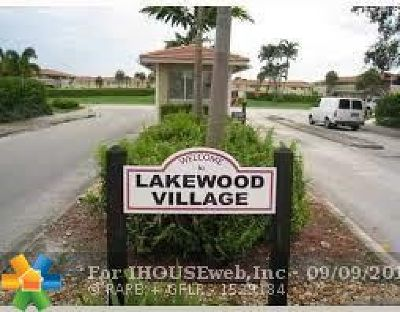 Coral Springs Condo/Townhouse For Sale: 9909 Twin Lakes Dr #9909