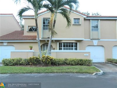 Coral Springs Condo/Townhouse For Sale: 11311 Lakeview Dr #4-M