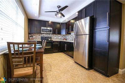 Pompano Beach Condo/Townhouse For Sale: 3510 Oaks Way #309