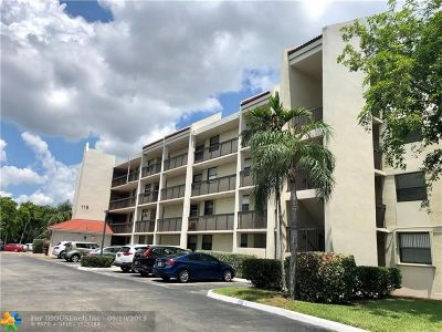 Oakland Park Condo/Townhouse For Sale: 115 Lake Emerald Dr #208