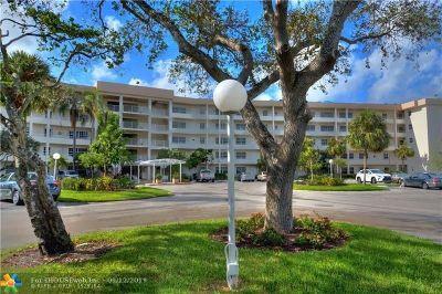 Pompano Beach Condo/Townhouse For Sale: 555 Oaks Ln #308
