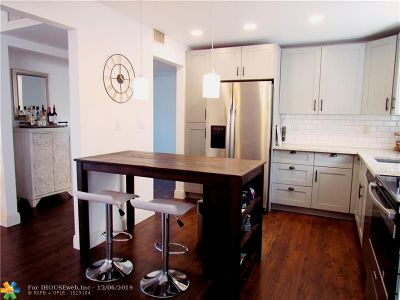 Miami Condo/Townhouse For Sale: 605 Ives Dairy Rd #403-7
