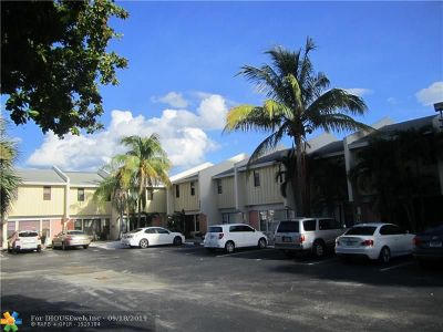 Pompano Beach Condo/Townhouse For Sale: 3204 NE 16th St #4