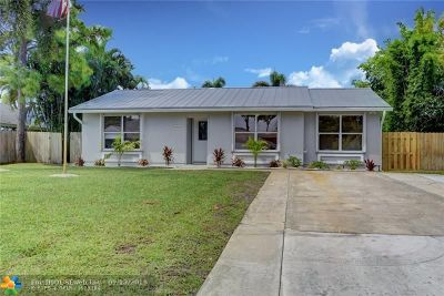 Delray Beach Single Family Home For Sale: 5277 Pinetree Dr