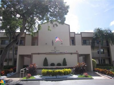 Tamarac Condo/Townhouse For Sale: 10318 E Clairmont Cir #10318