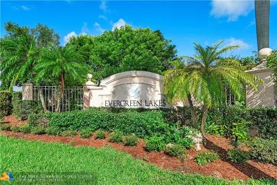Coconut Creek Condo/Townhouse For Sale: 5025 Wiles Rd #304