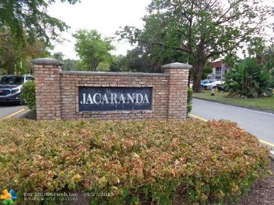 Plantation Condo/Townhouse For Sale: 17 E Jacaranda Country Club Dr #120