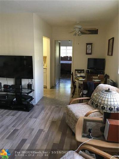 Boynton Beach Condo/Townhouse For Sale: 2303 S Federal Hwy #1