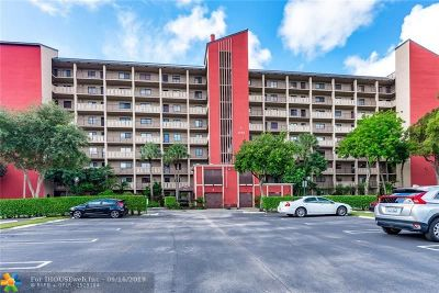 Pompano Beach Condo/Townhouse For Sale: 2200 S Cypress Bend Dr #707