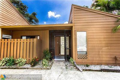 Tamarac Condo/Townhouse For Sale: 6192 Laurel Ln #D
