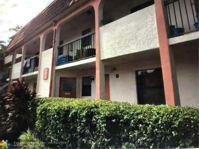 Miami Condo/Townhouse For Sale: 911 NE 209th Ter #102-27