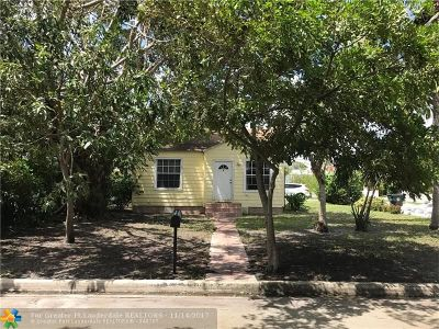 Lake Worth Single Family Home For Sale: 1203 S Palmway