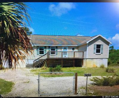 Cedar Key Single Family Home For Sale: 7830 SW 124th Terrace