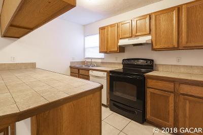 Gainesville Condo/Townhouse For Sale: 2811 SW Archer Road #D27