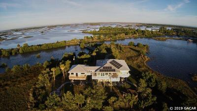 Cedar Key Single Family Home For Sale: 11751 SW State Road 24