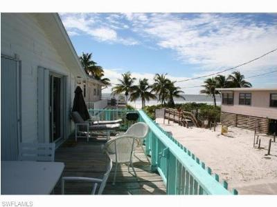 Fort Myers Beach Single Family Home For Sale: 2518 Cottage Ave