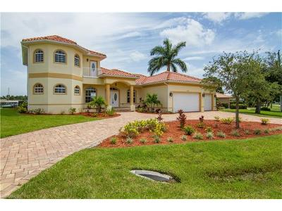 North Fort Myers Single Family Home For Sale: 2126 Club House Rd