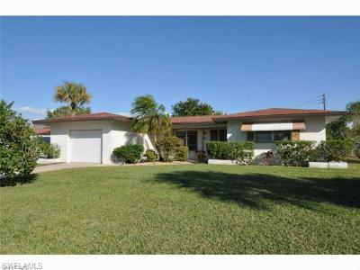 Cape Coral Single Family Home For Sale: 4933 Del Prado Blvd S
