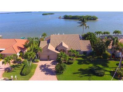 Fort Myers Beach Single Family Home For Sale: 11 Bayview Blvd