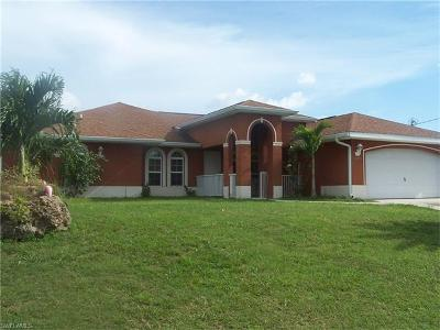 Cape Coral Single Family Home For Sale: 610 NE 12th St