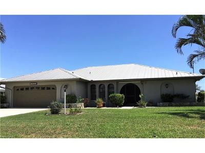 Cape Coral Single Family Home For Sale: 1718 SE 11th Ter