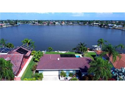 Cape Coral Single Family Home For Sale: 5015 Skyline Blvd