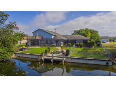 Cape Coral Single Family Home For Sale: 128 SE 8th Pl